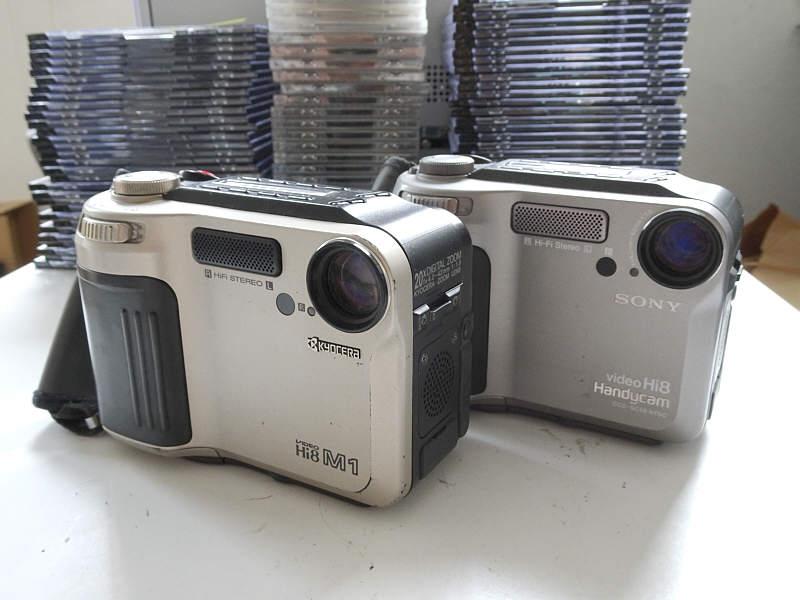 京セラ M1 Hi8 ビデオカメラとソニーハンディカム SC55