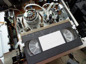 VHS 取り出し