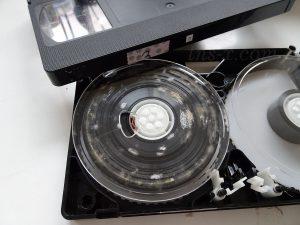 カビ取り前のビデオテープ